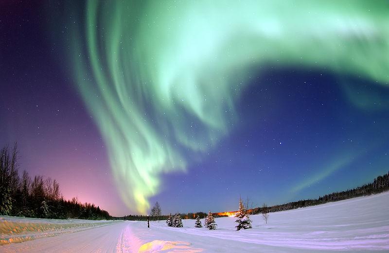 Kutup ışıkları veya Aurora Borealis, Kutup bölgelerinde gökyüzünde görülen, dünyanın manyetik alanı ile Güneş'ten gelen yüklü parçacıkların etkileşimi sonucu ortaya çıkan doğal ışımalardır.